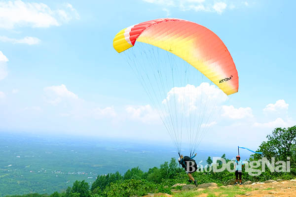 New ideal site for paragliding lovers - Culture - Sport - Dong Nai